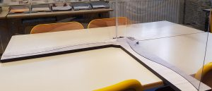 Plexiglass de protection Hygiaprotect pour séparation de bureau